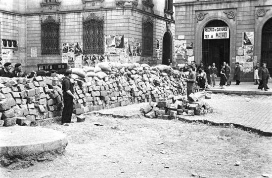 Barricada en la barcelonesa Plaça de Sant Pere, 19 de julio de 1936.